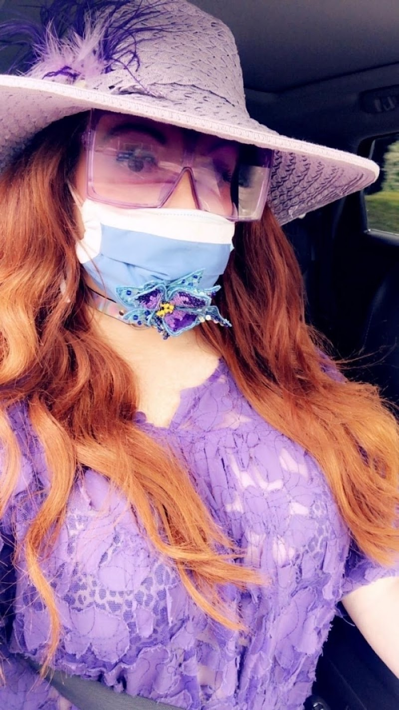 Phoebe Price All in Purple Out with her Dog in Beverly Hills 18 May -2020