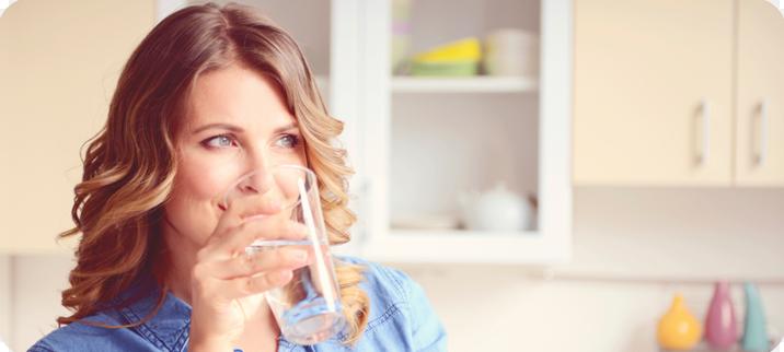 सुबह उठें और पता करें कि बासी मुंह से तुरंत पानी पीने से शरीर में क्या बदलाव होते हैं