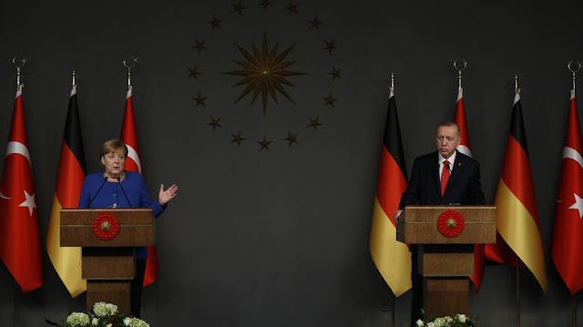 Ερντογάν σε Μέρκελ: Η Τουρκία δεν θα αφήσει αβοήθητο τον Σαράτζ