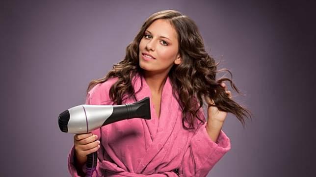 Jangan DIpercaya, Ini 4 Mitos Tentang Rambut yang Perlu Kamu Tahu