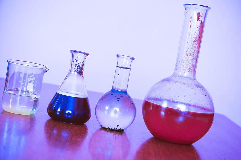 ilustrasi praktikum kimia-biologi