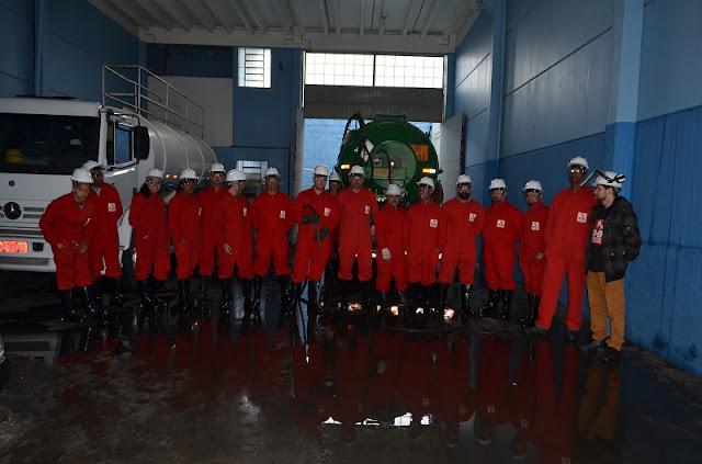 Equipe de colaboradores da Advento porto alegre durante treinamento prático do curso