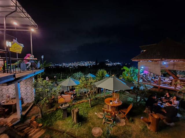 Alamat dan Daftar Menu di D'Goendoe Cafe Batu Terbaru