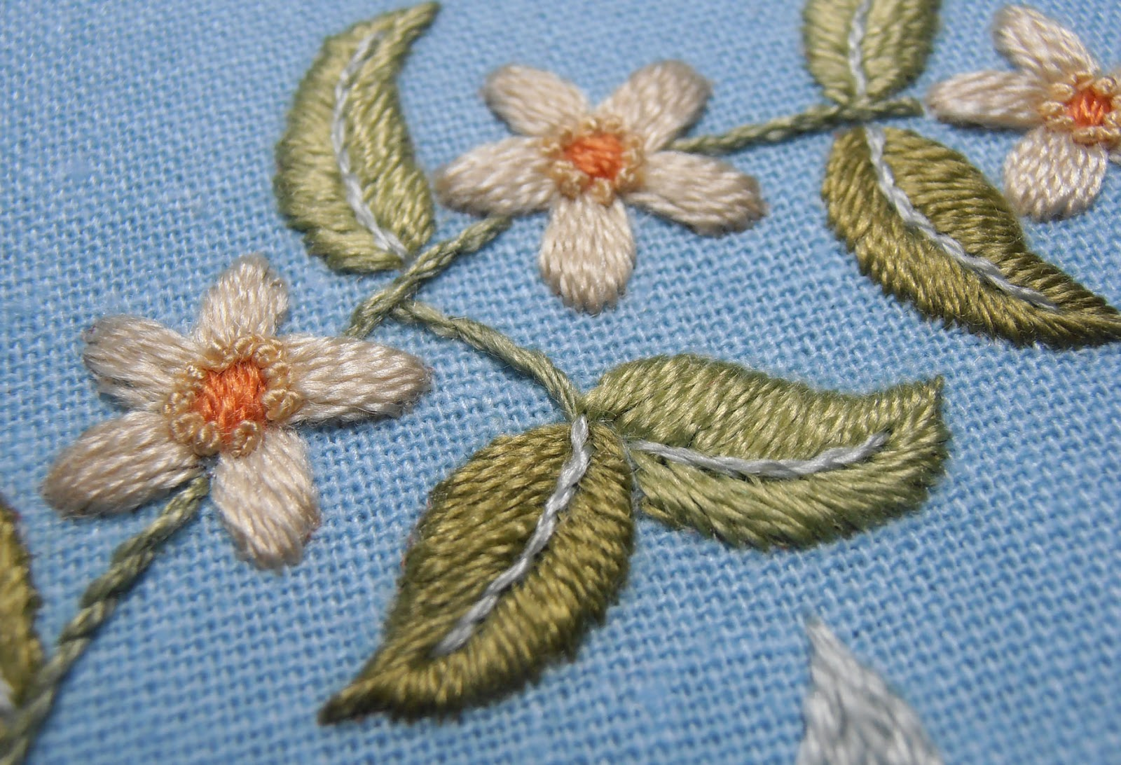 Anna Scott Satin Stitch Leaves