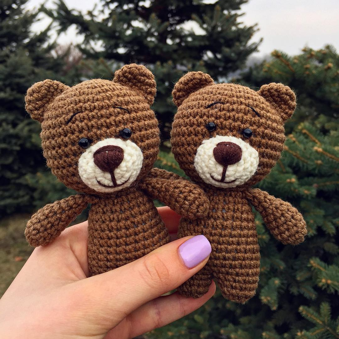 Crocheted Valentine Teddy Bears - FREE Amigurumi Crochet Pattern ... | 1080x1080