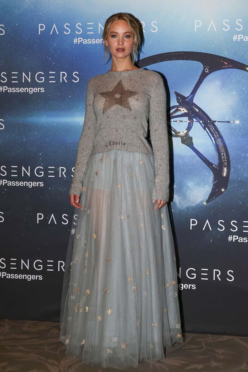Jennifer Lawrence à Paris pour l'avant-première du film Passengers