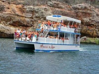 www.caniosxingo.com.br - O Menestrel de Alagoas transportando turistas para os Cânions de Xingó no Rio São Francisco