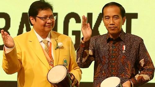 Hensat: Jokowi Lebih Percaya Golkar, kan Koordinator PPKM Airlangga-Luhut, Kader PDIP Korupsi Bansos