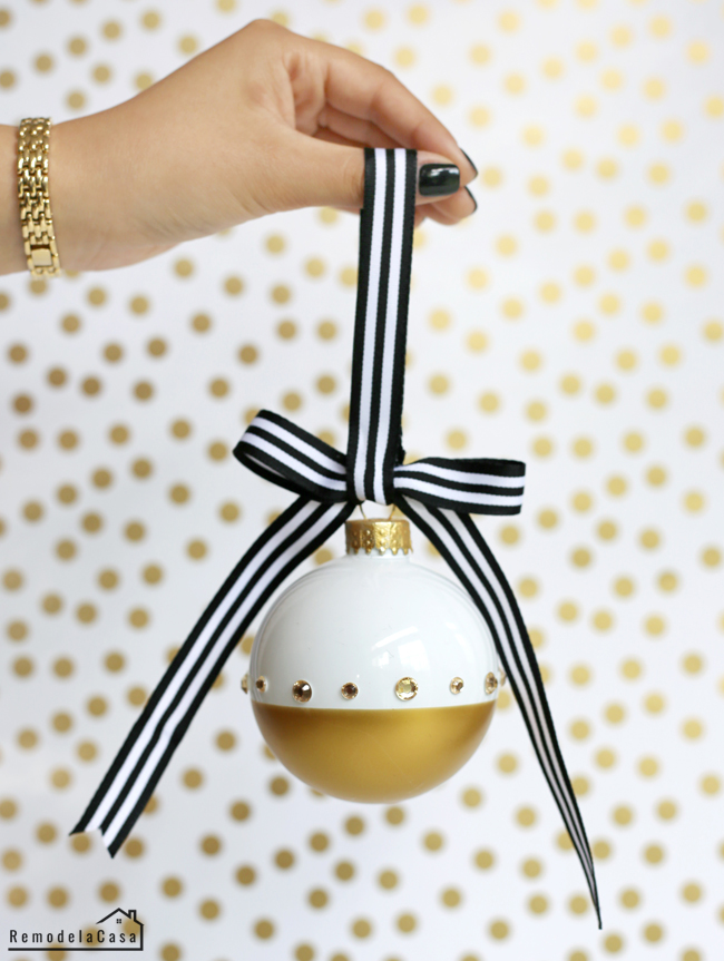 SO Easy! And with Sharp lines! - Gold dipped Christmas ornaments - A glam Christmas