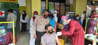 Kapolres AKBP Endon Nurcahyo Orang Pertama di Vaksin di Kabupaten Pangkep