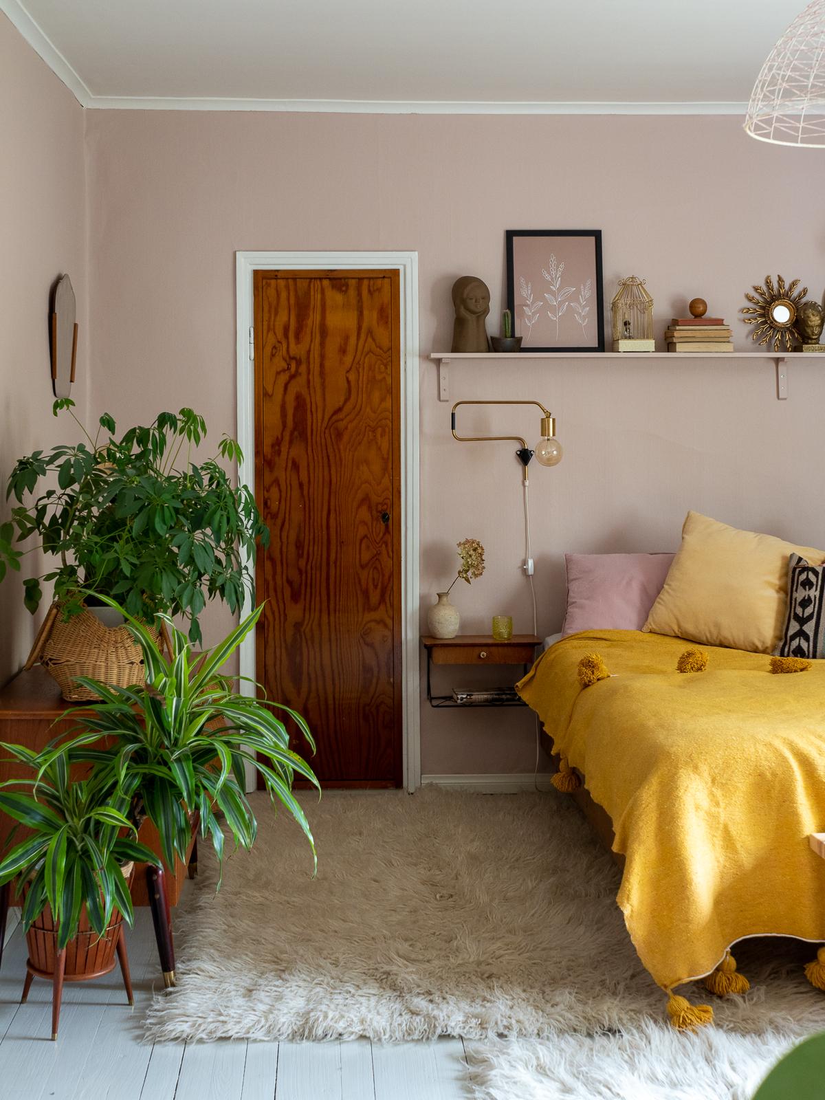 vaaleanpunainen makuuhuone