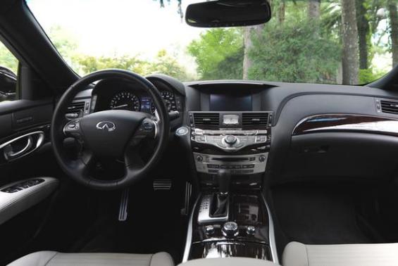 2015 Infiniti Q70L 3.7 AWD Review