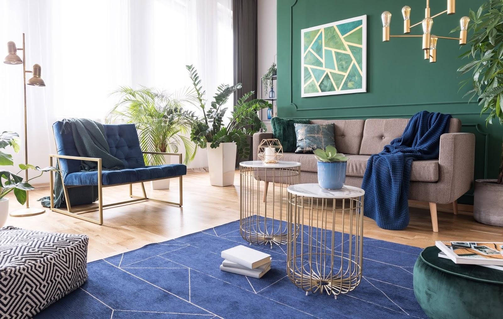 Salón con alfombra en color Classic Blue (color del año 2020)