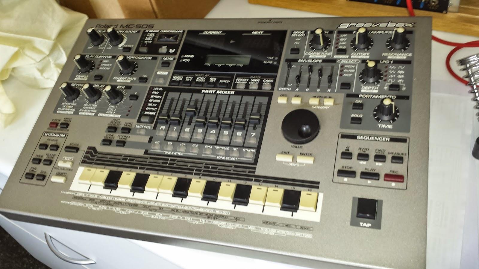 JonDent - Exploring Electronic Music: Roland MC 505 - Groove box