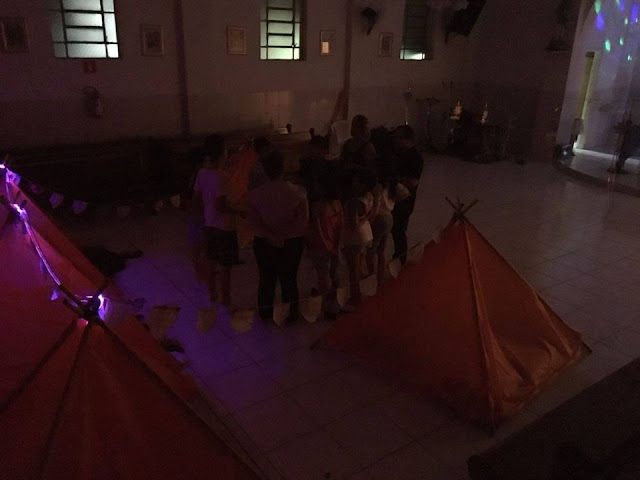 Acampadentro- Acampamento dentro da igreja