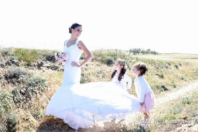 photo joie, jeu, rire, la mariée et ses filles