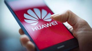 شركة هواوي تتحدى العقوبات الأمريكية وتقول بأنها قادرة على بيع كميات كبيرة من سلسلة هواتف ميت 30.