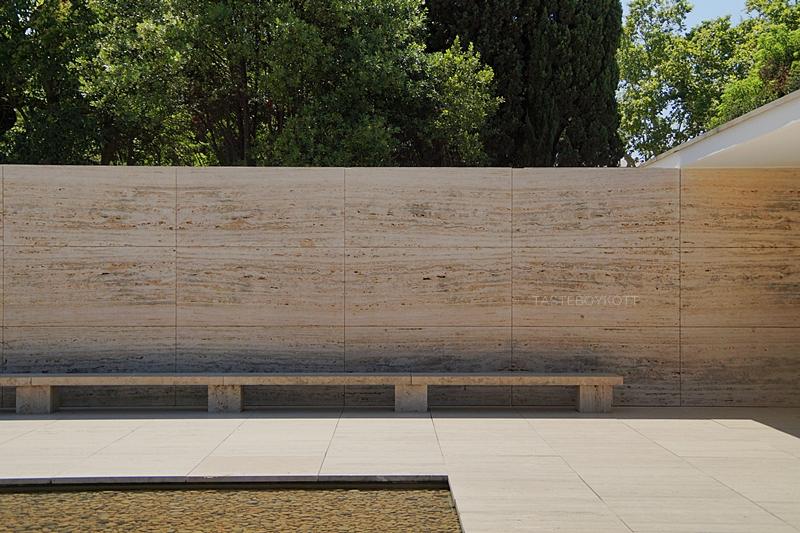 Barcelona Pavillon Bank Stein von Mies van der Rohe Architektur | Tasteboykott