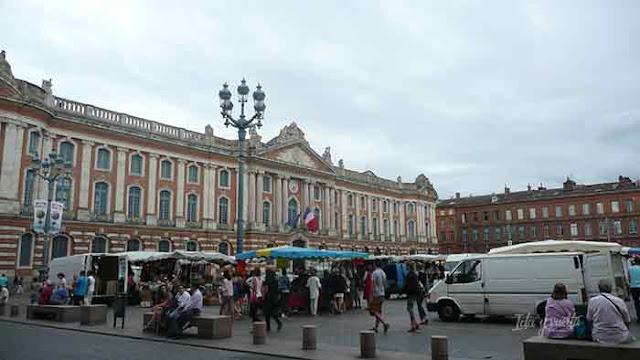 Plaza del Capitolio en un día nublado