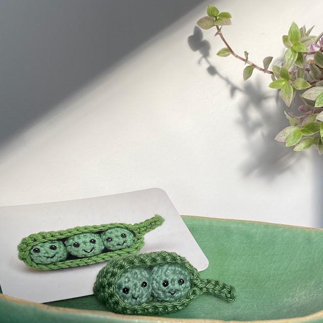 Beautiful crocheted peapod made by Lybo