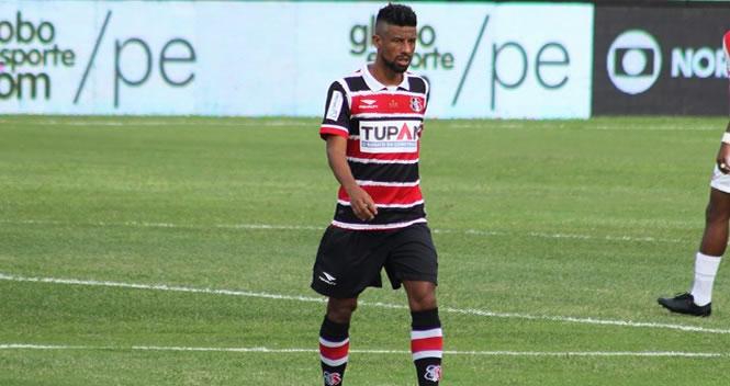 Léo Moura retorna ao Recife e será poupado pelo Santa da Sul-Americana d8b887ae4aa45