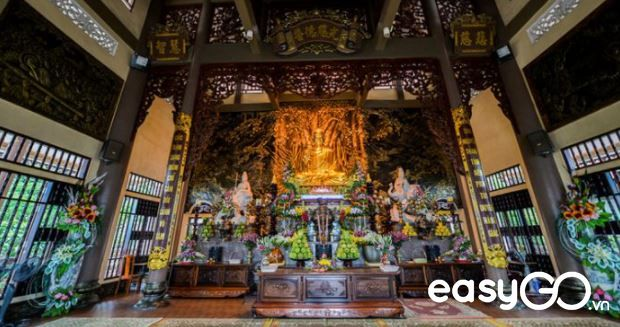 Cai Bau pagoda in Quang Ninh