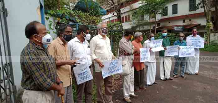 Organized protest in front of Collectorate to protect Kottanchery hills