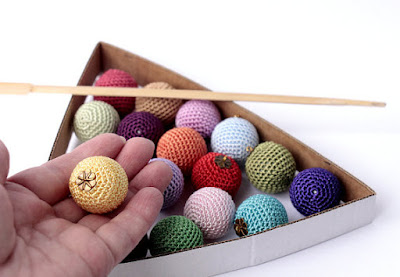 https://www.etsy.com/listing/249587995/christmas-crochet-colorful-balls?ref=shop_home_active_19
