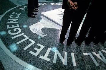 Governo sombrio controlador - como o governo impede os denunciantes de falar a verdade