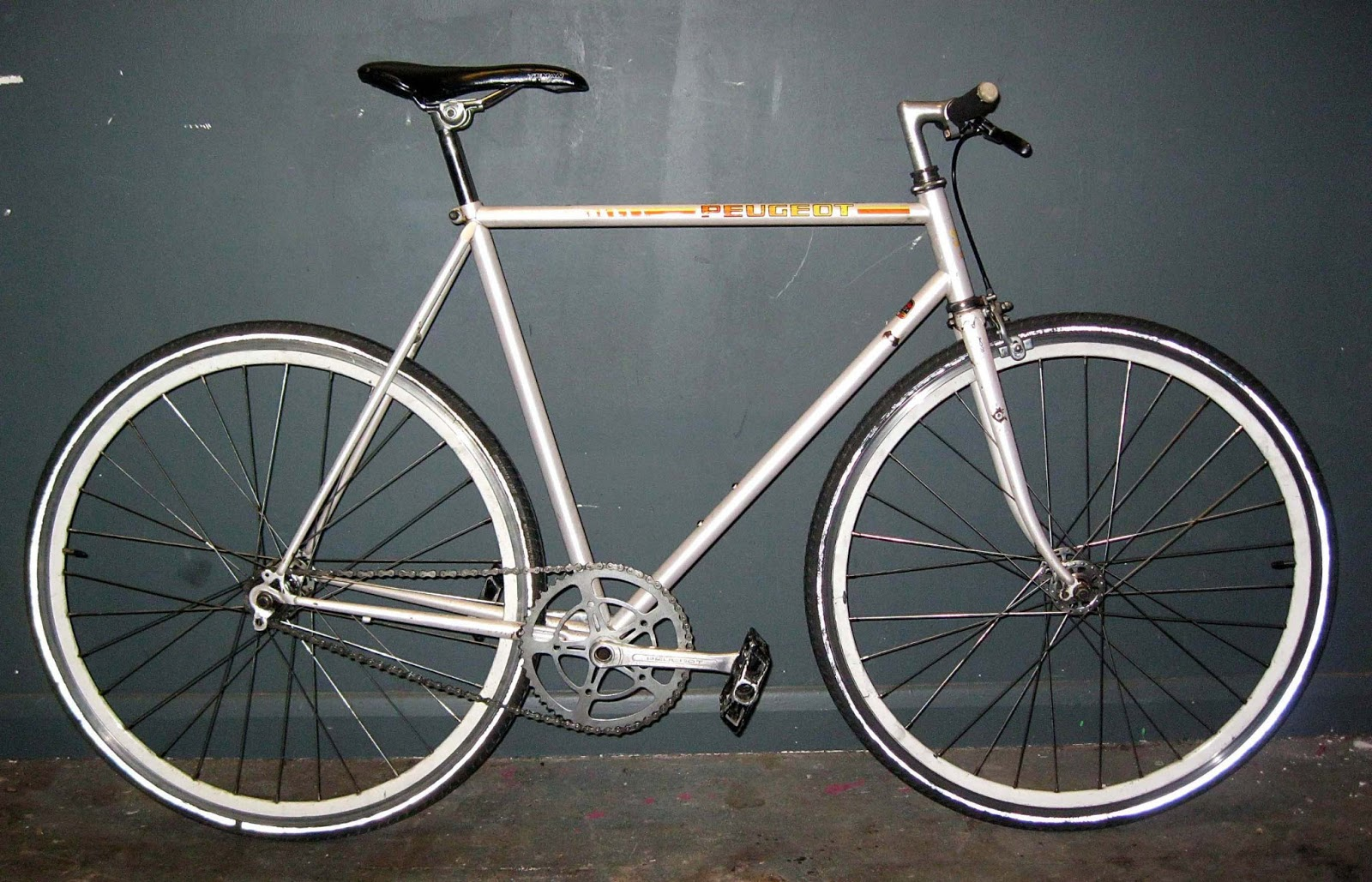 easy street cycle peugeot white race single fixie. Black Bedroom Furniture Sets. Home Design Ideas
