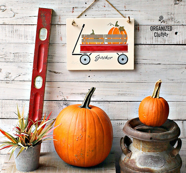DIY Fall Wall Decor With Old Sign Stencils #oldsignstencils #fallDIY #falldecor #stencil