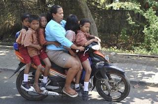 Ibu-Ibu Gang yang Sok Tahu ataukah Memang Tidak Mau Tahu?