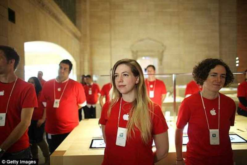 Bộ đồng phục Apple màu đỏ