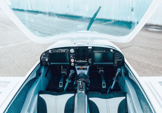 Magnus eFusion cockpit