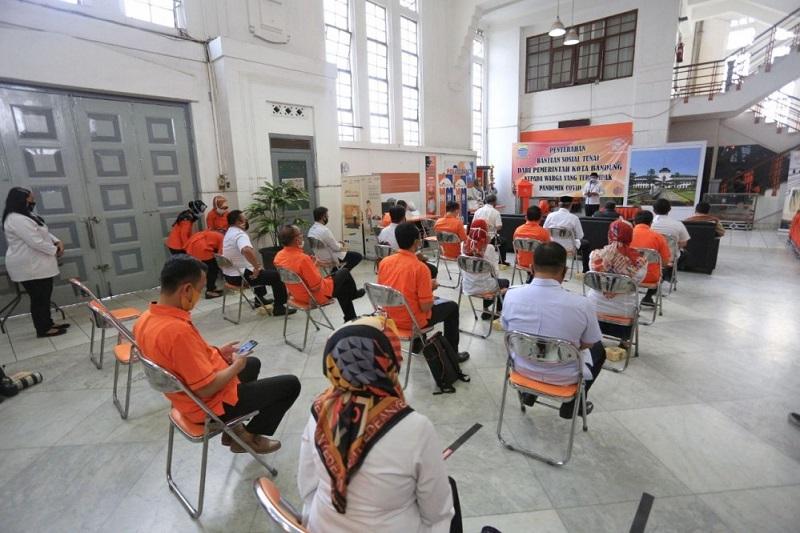 """""""Pak Pos"""" Salurkan Bantuan Pemkot Bandung untuk Warga Masuk DTKS"""