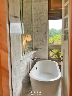 standing bathtub hotel fort canning singapore