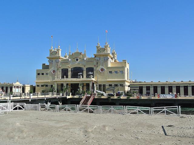 Mondello główne atrakcje, restauracja na wodzie