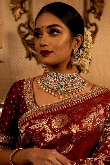 Models in Diamond Sets by Manjula Jewels