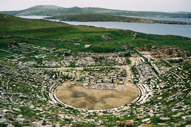 Image result for αρχαίο θέατρο Δήλου
