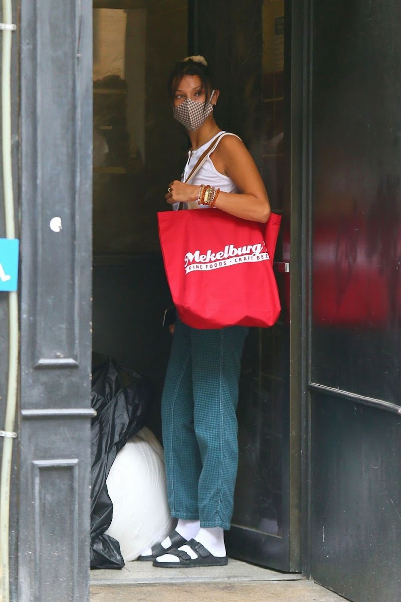 Bella Hadid  Arrives at a Friend's Apartment in New York 13 Aug -2020