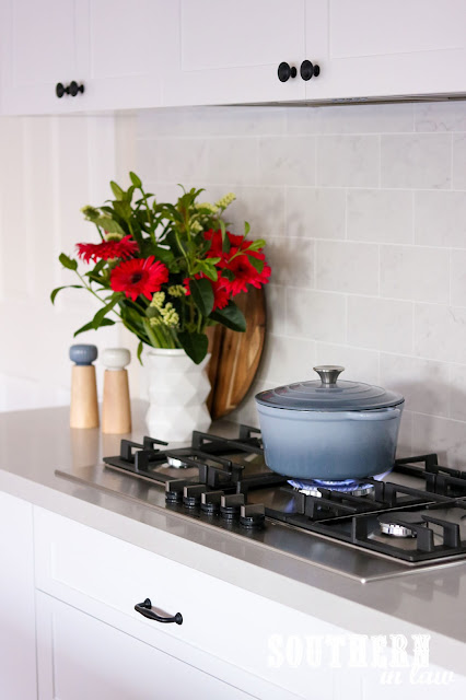 Shaker Kitchen with Gas Cooktop and Undermount Range Hood