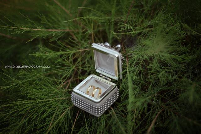 foto cincin pernikahan depi dan pandu, wedding di yogyakarta