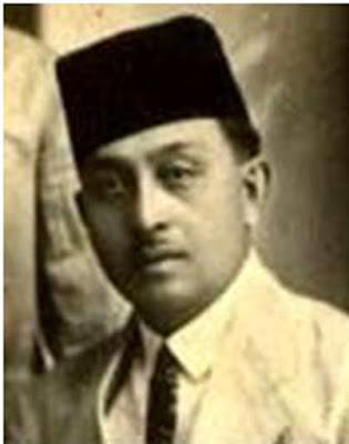 Biografi Marah Rusli      Marah Rusli bin Abu Bakar dilahirkan di Padang, 07 Agustus 1889. Ayahnya bernama Abu Bakar, beliau seorang bangsawan dengan gelar Sultan Pangeran. Ayahnya bekerja sebagai Demang. Sedangkan ibunya, adalah berasal dari Jawa dan keturunan Sentot Alibasyah, salah seorang panglima perang Pangeran Diponegoro. Marah Rusli bersekolah dasar di Padang yang menggunakan bahasa Belanda sebagai pengantar. Setelah lulus, ia melanjutkan ke sekolah Raja (Kweek School) di Bukit Tinggi, lulus tahun 1910. Setelah itu, ia melanjutkan sekolah ke Vee Arstsen School (sekolah dokter hewan). Di Bogor dan lulus tahun 1915. Setelah tamat, ia ditempatkan di Sumbawa Besar sebagai Ajung Dokter Hewan. Tahun 1916 ia menjadi Kepala Peternakan.  Pada tahun 1920, Marah Rusli diangkat sebagai asisten dosen Dokter Hewan Wittkamp di Bogor. Karena berselisih dengan atasannya, orang Belanda, ia diskors selama setahun. Selama menjalani skorsing itulah ia menulis novel Siti Nurbaya pada tahun 1921. Karirnya sebagai dokter hewan membawanya berpindah-pindah ke berbagai daerah. Tahun 1921-1924 ia bertugas di Jakarta, kemudian di Balige antara tahun 1925-1929 dan Semarang antara tahun 1929-1945. Tahun 1945, Marah Rusli bergabung dengan Angkatan Laut di Tegal dengan pangkat terakhir Mayor. Ia mengajar di Sekolah Tinggi Dokter Hewan