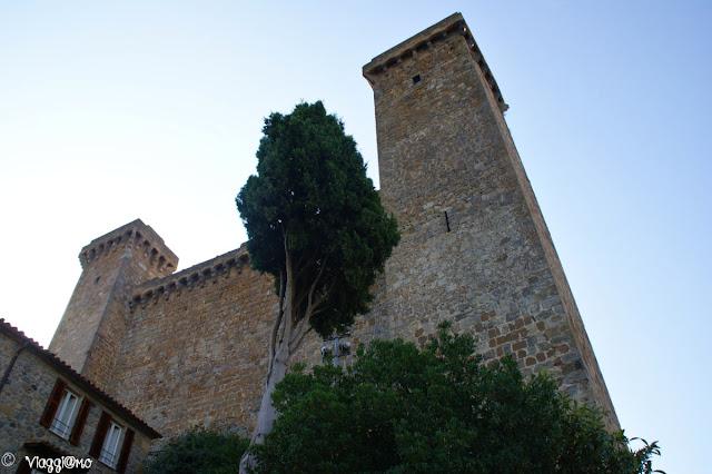 La rocca svetta sul quartiere medievale di Bolsena