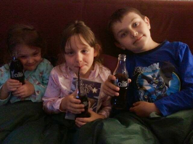 , Family Night Sharing Coca Cola #Shop #cbias