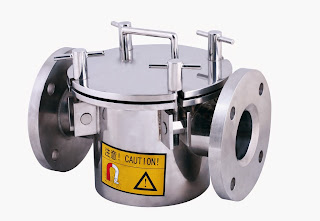 Magnetic separator, magnetic trap for liquid