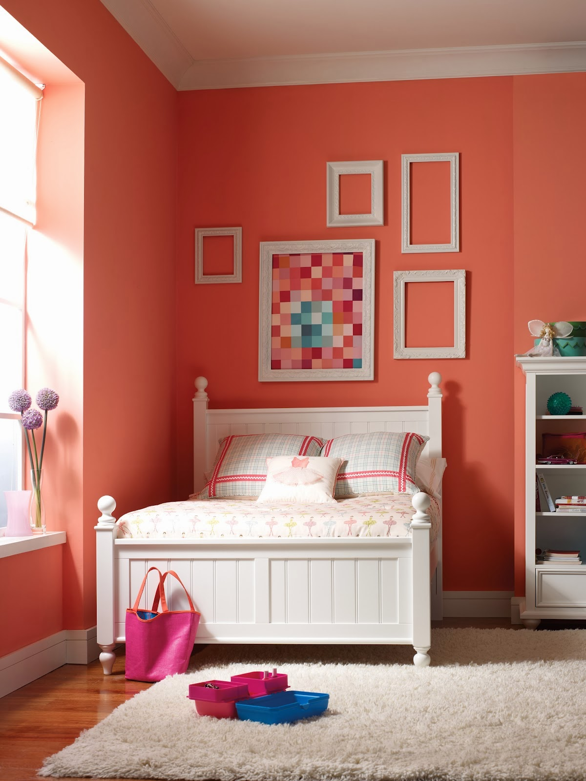 Paredes con color y accesorios neutrales - Habitaciones Para Adolescentes Color Coral