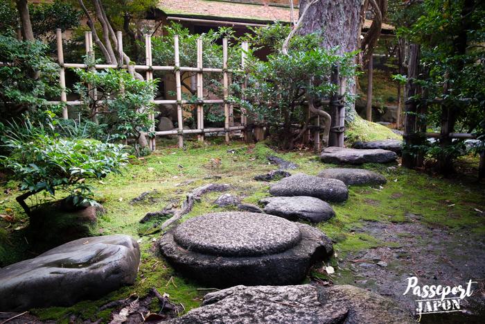 Pas japonais, jardin Gyokusen-en, Kanazawa