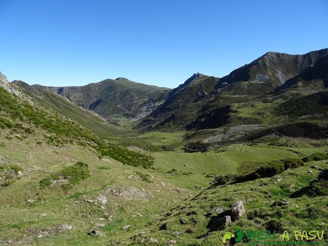 Ruta al Cornón por el Valle los Cereizales: Puerto de Cereizales