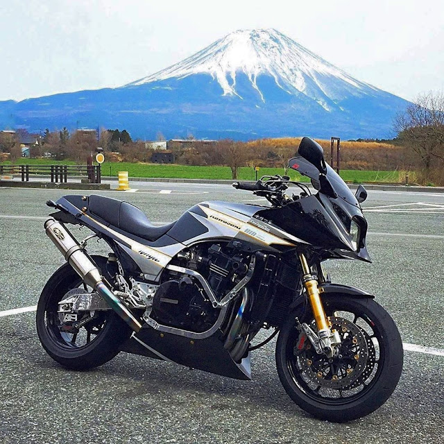 Custom Kawasaki GPZ900R via JapanMuscleBike on Instagram